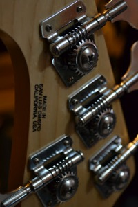 MUSICMAN STINGRAY WITH COVER PICKUP CUSTOM JASA CUSTOM GITAR DAN BASS CANA GITAR CUSTOM KAYU IMPORT KANADA (11)