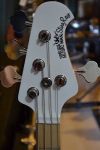 MUSICMAN STINGRAY WITH COVER PICKUP CUSTOM JASA CUSTOM GITAR DAN BASS CANA GITAR CUSTOM KAYU IMPORT KANADA (19)